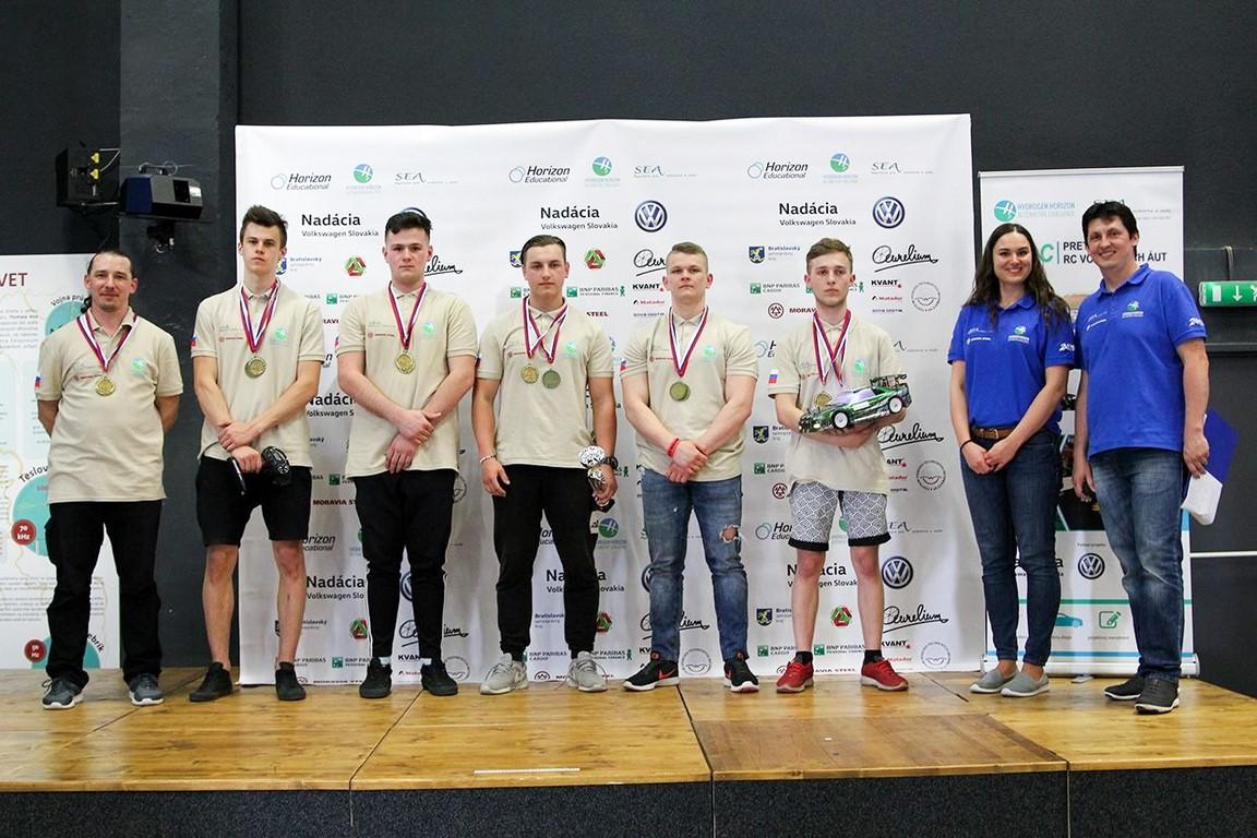 7. Skvelý úspech žiakov na H2AC -preteky RC vodíkových áut, SOŠs Kysucké Nové Mesto 7