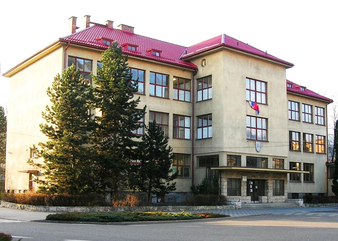Gymnázium+1. budova školy