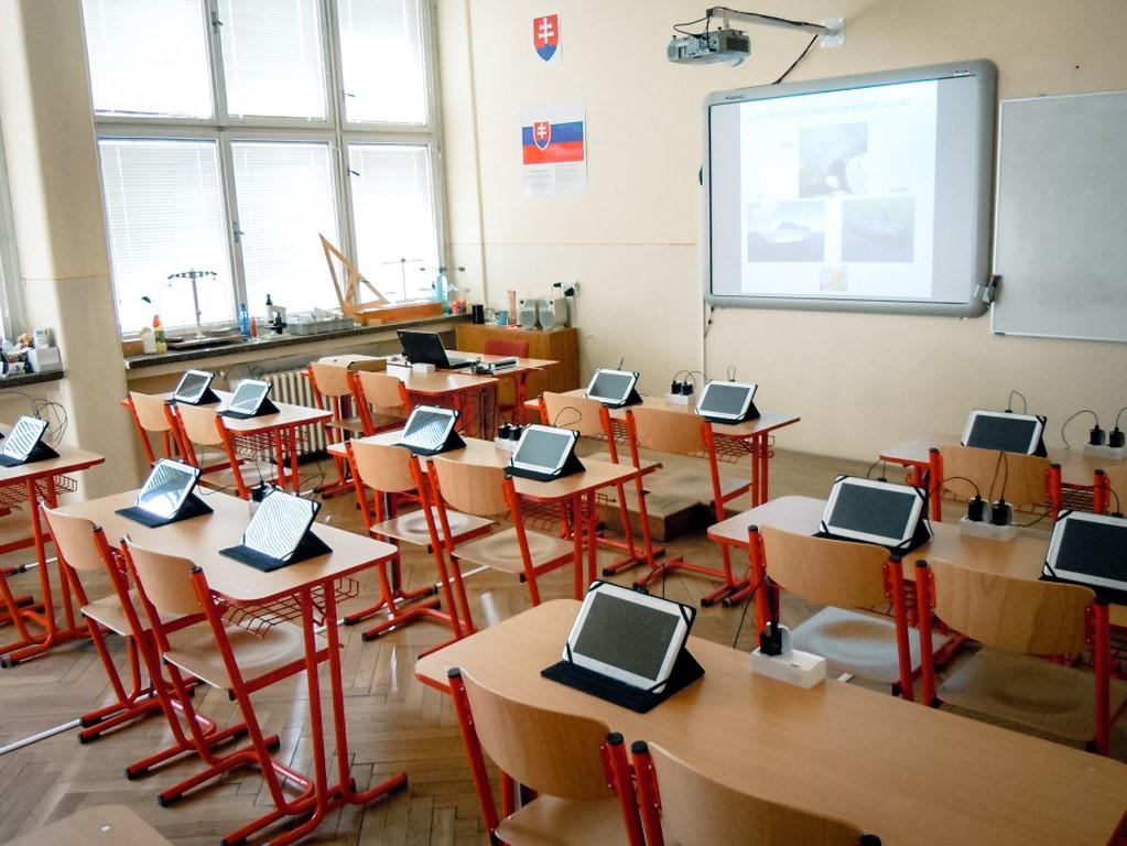 Gymnázium+2. multimediálna učebňa