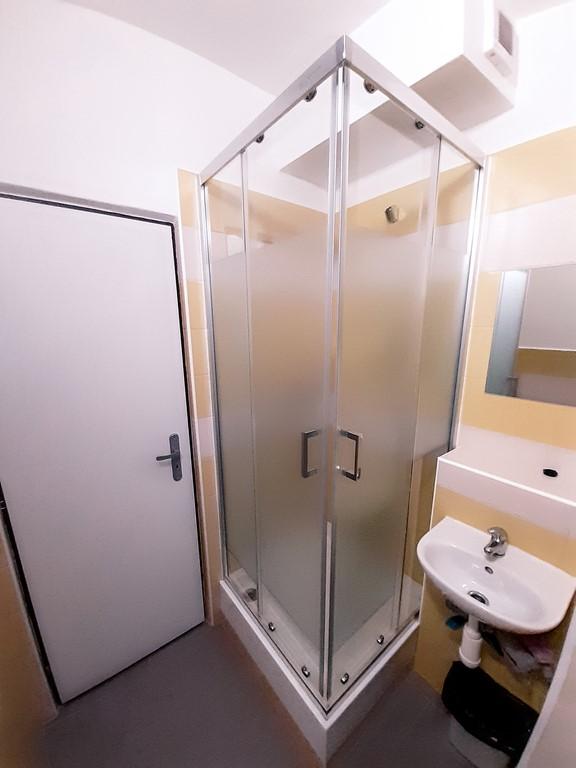 Internát kúpeľňa