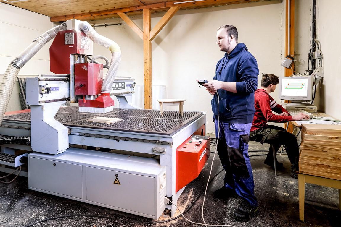 SOŠLaD odborný výcvik ŠO technik drevostavieb na CNC stroji