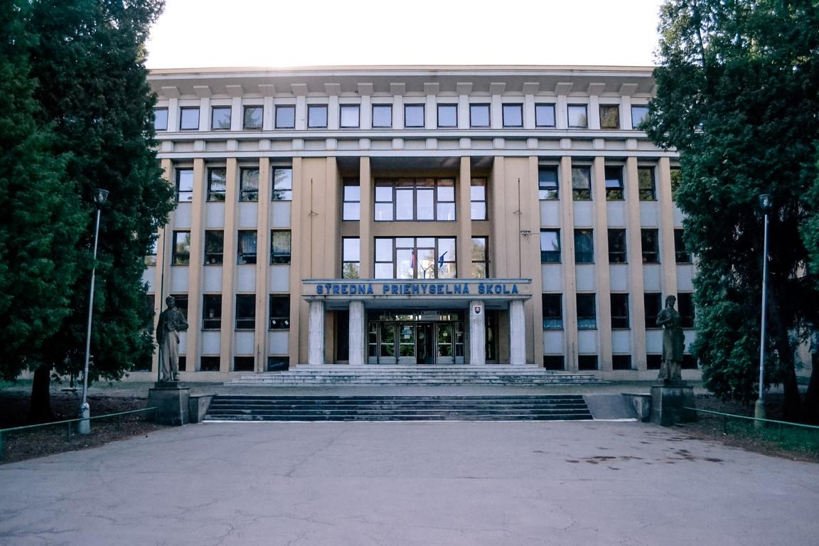 SPŠ_technická_Exterier_škola_1a