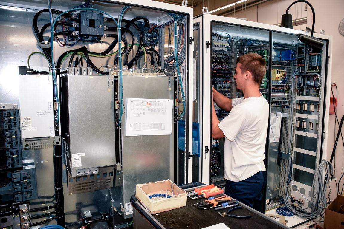 Spojená škola 4 - Študenti na praxi-elektrotechnika